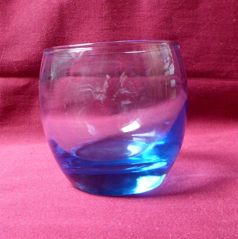 petit verre eau bleuté